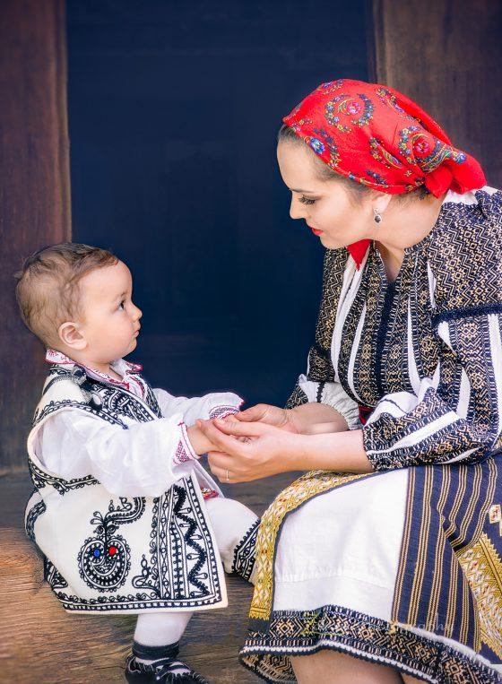 Sedinta foto de familie profesionala cu Zalexis Photography la Muzeul Taranului Roman